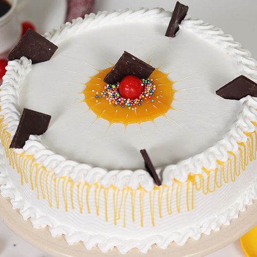 https://media.bakingo.com/sites/default/files/vanilla-cake-with-cherry-cake1609vani-A.jpg
