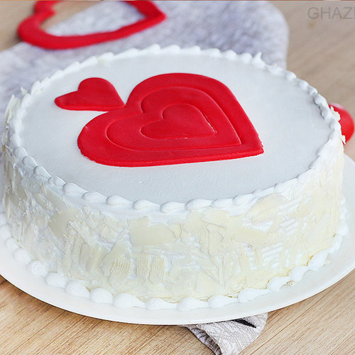 https://media.bakingo.com/sites/default/files/vanilla-fondant-cake-in-ghaziabad-cake0960flav-a.jpg