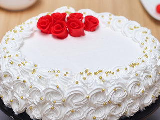 Side View of Roses Of Snow Cake