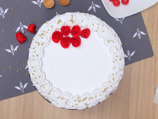 Top view of Roses Of Snow Cake
