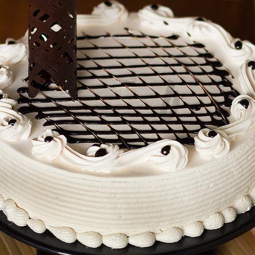 https://media.bakingo.com/sites/default/files/zoom-view-of-irish-cream-cake-in-ghaziabad-cake0847flav-c.jpg