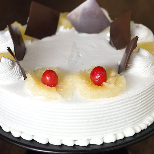 https://media.bakingo.com/sites/default/files/zoom-view-of-pineapple-cake-in-delhi-cake0764flav-c.jpg