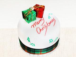 Snowy Pamper - Vanilla Fondant Cake For Christmas