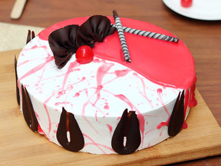 Strawberry Vanilla Cake in Noida