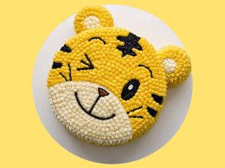 Winking N Smiling Cartoon Lion Designer Cream Cake